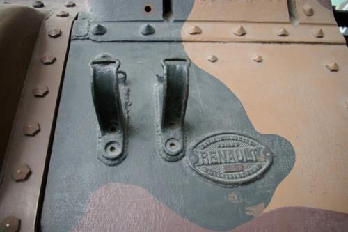 B1bis予備履帯ラック